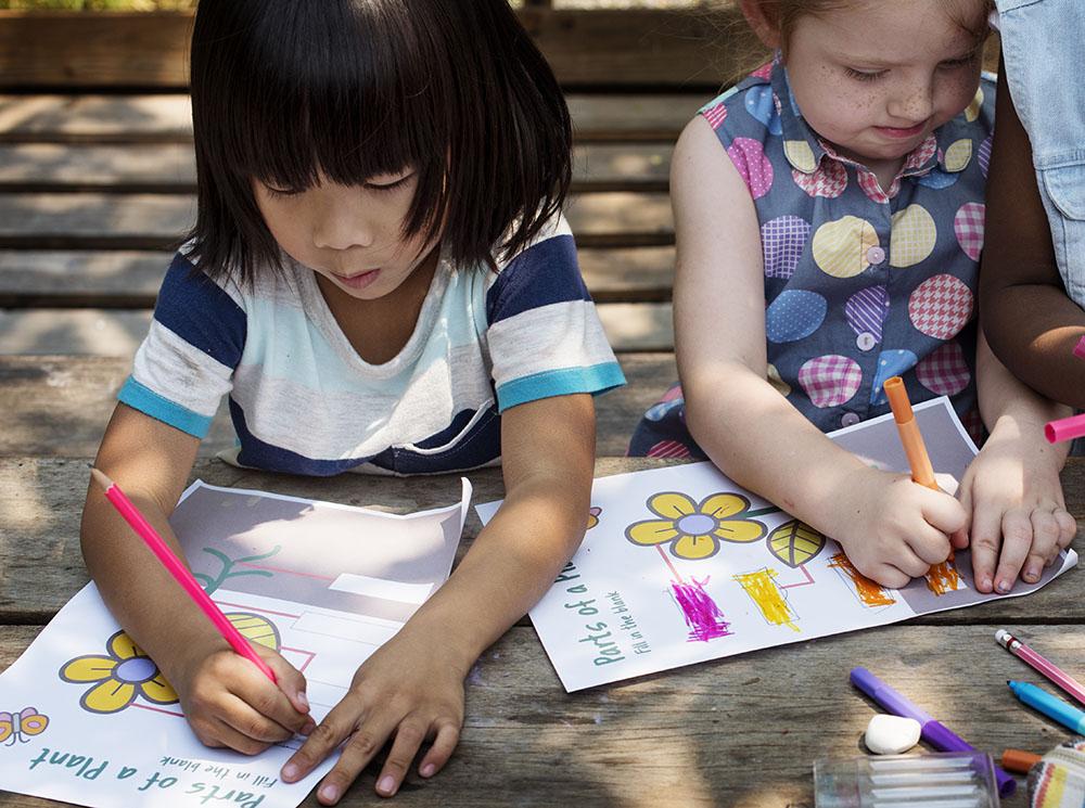 friends drawing art at a Preschool & Daycare Serving New Braunfels, TX